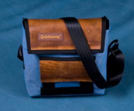 Zirkeltraining Handtasche Kopfstand blau Turnmatte