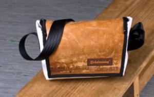 Zirkeltraining Handtasche Kopfstand weiß